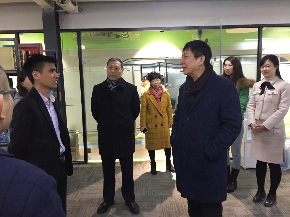 保定副市长深入朗策走访慰问——朗策品牌.jpg